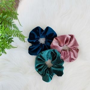 Accessories - Velvet scrunchies